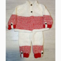 На подарок.Детский костюмчик ручной вязки