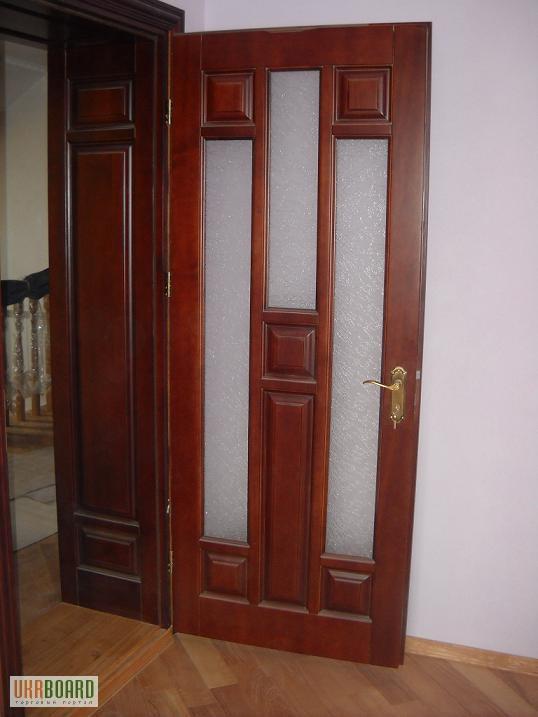 Соснові двері. Львів