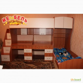 Детская двухъярусная кровать с двумя столами и лестницей-комодом (ал18) Merabel