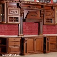 Деревянная кухня Вирджиния. Столешница из камня. Резьба, патина, витражи