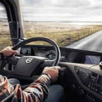 Водитель грузовика с прицепом