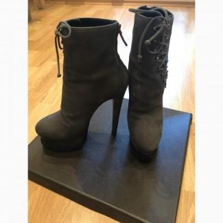Ботинки на каблуке Alaia Paris