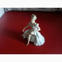 Фарфоровая статуэтка Девушка, произведена период с 1963 - 1990 г