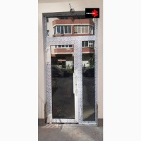 Входная дверь в дом из алюминия с покраской