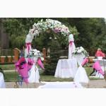 Украшение свадебного стола тканью и цветами,аренда арки на свадьбу,прокат ширмы,зал,чехлы