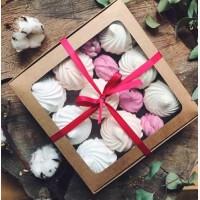 Подарок девушке на 14 февраля - сладкий набор макарунс Киев, макаруны