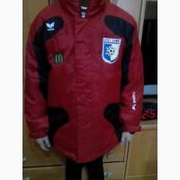 Красно-черная куртка для мальчика