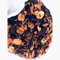 Сухофрукти: чорнослив, квасоля, шипшина, сушене яблуко, груша