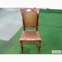 Продажа стульев б/у из натурального дуба с кожаным сиденьем и спинкой в стиле барокко