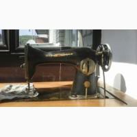 Швейная машинка ПМЗ с ножным приводом и столом-тумбой