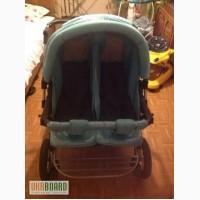 Продам двухместную детскую коляску.