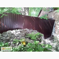 Дешевий паркан з пофарбованого профнастилу