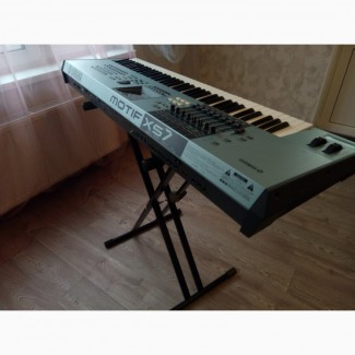 Продам синтезатор Yamaha Motif XS7