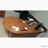 Продам красивый офисный стол с тумбой