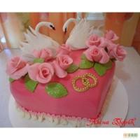 Торт с лебедями и розами
