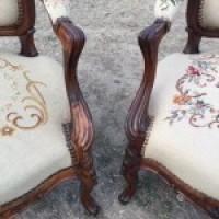 Антикварные кресла с гобеленом