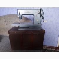 Продам швейную машинку Белка, рабочую, в футляре, СССР