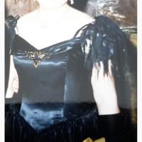 Вечернее черное атласное платье на корсете