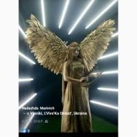 Живі скульптури, ангели для зустрічі молодих. Ангел