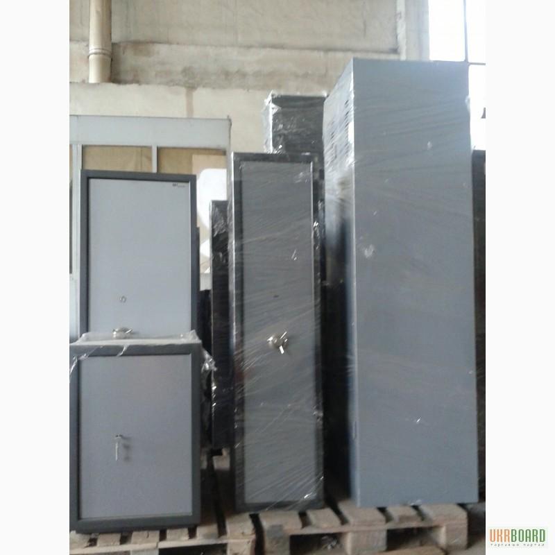 Металлический шкаф для одежды б/у
