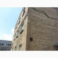 Трехэтажное кирпичное здание сдаем в аренду. Общая площадь 216 квадратных метров
