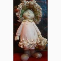 Продаю старую статуэтку Девочка с корзикой цветов