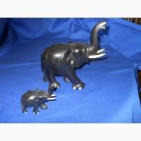 Два слона из черного дерева в хорошем состоянии
