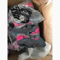 Послуги оптових поставок взуття та інших товарів з Китаю