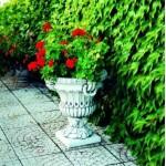 Вазон уличный бетонный, цветочник декоративный, цветник садовый, клумба из бетона