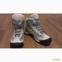 Продам женские зимние ботинки Адидас
